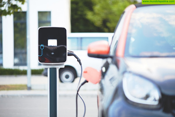 La Consejería de Obras Públicas, Transportes y Vivienda destina 1,4 millones de euros para incentivar la descarbonización en el sector del taxi y el mediano transporte