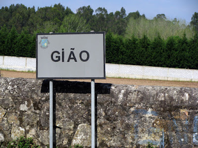 placa com a palavra Gião