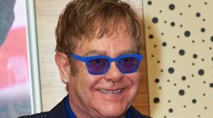 Elton John: forced to cancel his tour ...