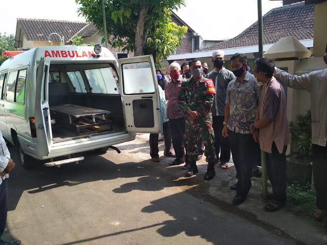 Kodim Karanganyar - Peran Aktif Babinsa Koptu Sutarto melaksanakan Lelayu di Wilayah Binaan