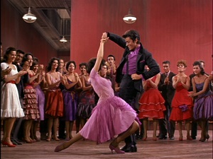 Rita Moreno y George Chakiris en West Side Story