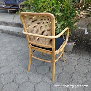 Kursi Cafe Rotan Kayu Jati Klasik