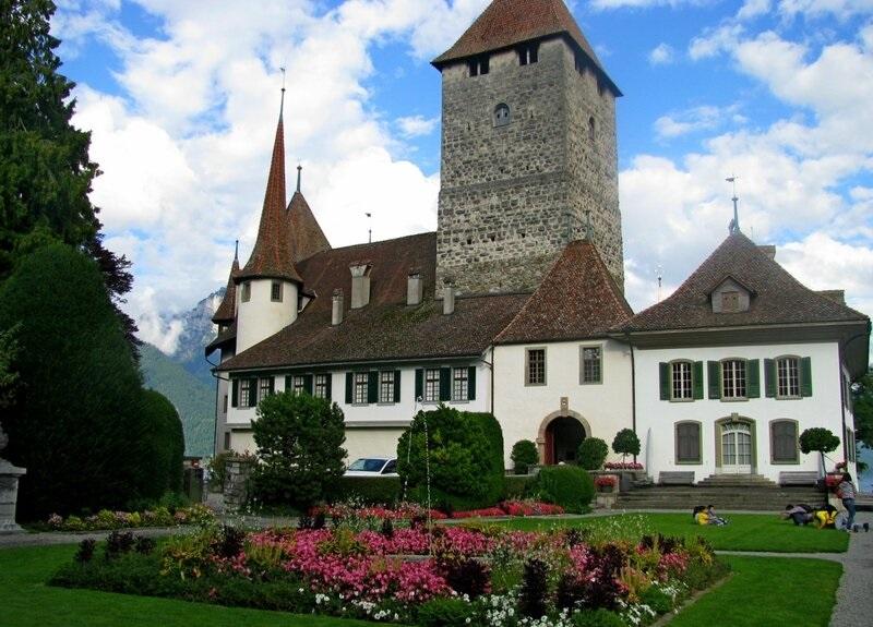 spiez castle history