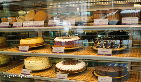 The Coffee Bean and Tea Leaf Bacolod - Bacolod restaurant - Bacolod cafe - Bacolod blogger - Ayala Malls Capitol Central - cakes and pastries