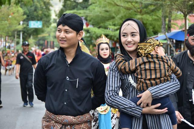 Bupati Trenggalek Beserta Istri Ikut Ramaikan Trenggalek Ethnic Carnival 2019