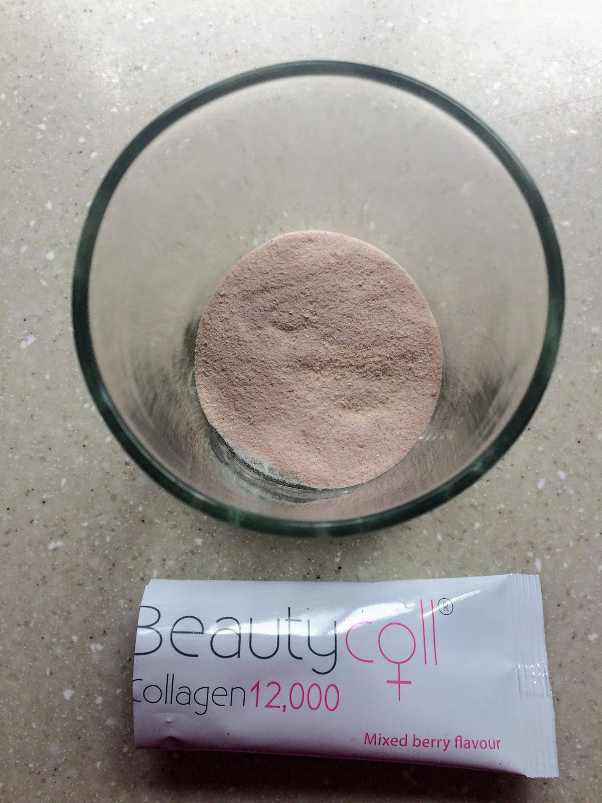 Beautycoll powder in glas pre mixing