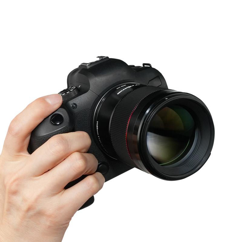 Yongnuo YnLens YN 85mm f/1.8R DF DSM AF с камерой