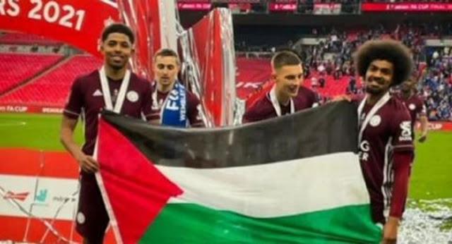 Wow! Bendera Palestina Berkibar di Stadion Wembley Saat Final Piala FA