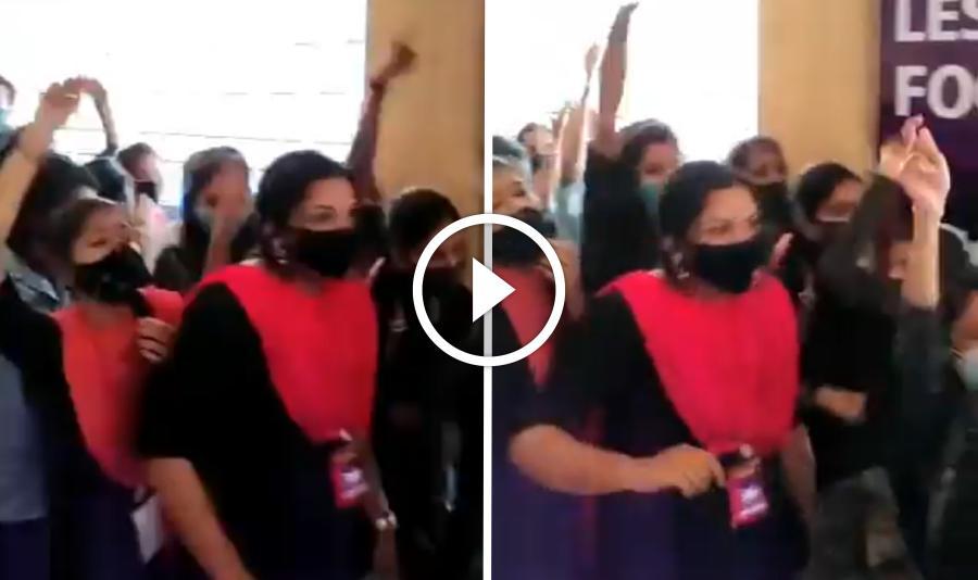 விஜய்க்கு கேரளாவில் இருக்க ரசிகர்கள் கூட்டத்தை கொஞ்சம் பாருங்க !! மாஸ் காட்டும் பெண்கள் !