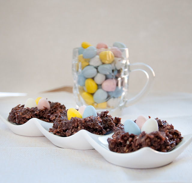 No Bake Oatmeal Cookie Nests + Easter Candy Dessert Roundup the perfect way to enjoy your pastel Easter Candy from the Easter Egg Hunt. You will love these Easter Candy Dessert Recipes on www.Embellishmints.com
