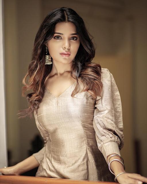 Tamil Actress Aathmika Hot Photo Stills Navel Queens