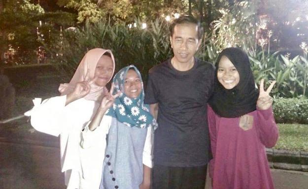 3 Gadis dari Madiun Ini Sampai Gemetaran Mendapat Perlakuan Seperti Ini dari Presiden Jokowi