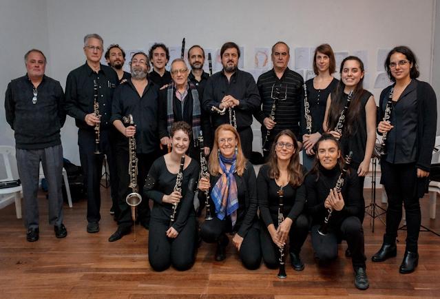 El coro de clarinetes Carmelo Azzolina cumple un aniversario más. 15 años de conciertos mostrando el clarinete en Argentina.