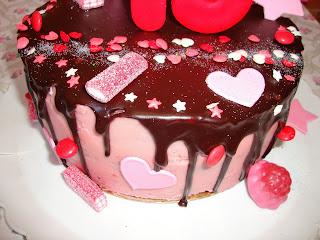 Detalle de Drip cake de corazones