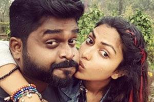 Amalas-Controversial-Kiss-Andhra-talkies