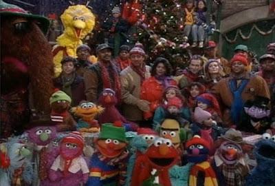 Sesame Street Elmo Saves Christmas. 4