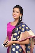 Madhu Shalini laest glam pics-thumbnail-12