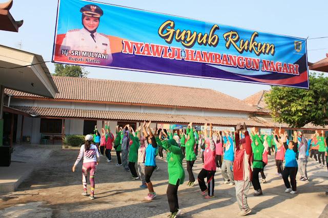Jumat Sehat, Istri Tentara Ajak Warga Jimbung Senam Bersama