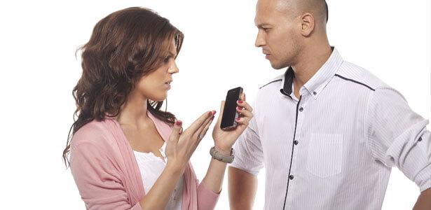 Esposa reclamando infidelidad a su esposo