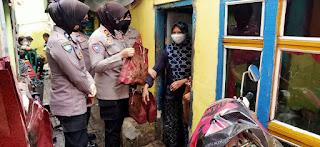 Bentuk Kepedulian Polri, Satbinmas Polres Pelabuhan Makassar lakukan Binluh dan Berikan Paket Sembako