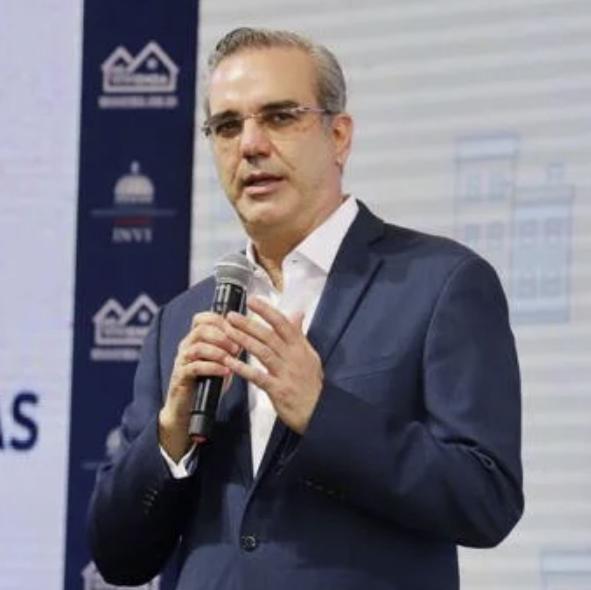El presidente Luis Abinader pidió que renuncien hoy los funcionarios que no se acogerán al Código de Ética presentado por su Gobierno.