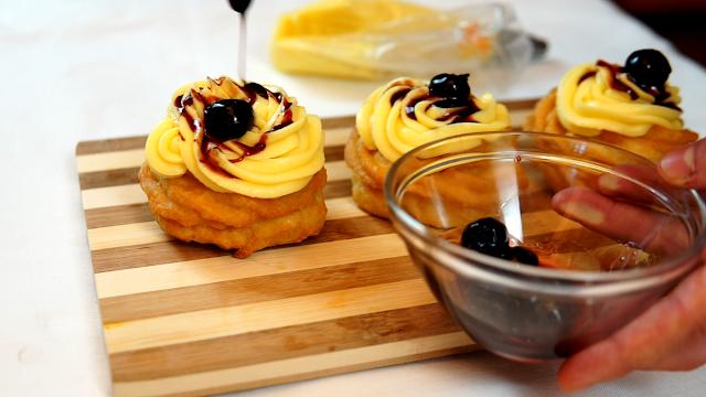 custard cream on top of zeppole