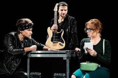 Kuba Molęda, Sebastian Machalski, Natalia Piotrowska na scenie Teatru Rampa w Warszawie