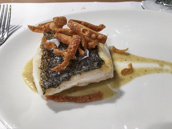 Comer en Bilbao. Restaurante Los Fueros. Merluza del cantabrico
