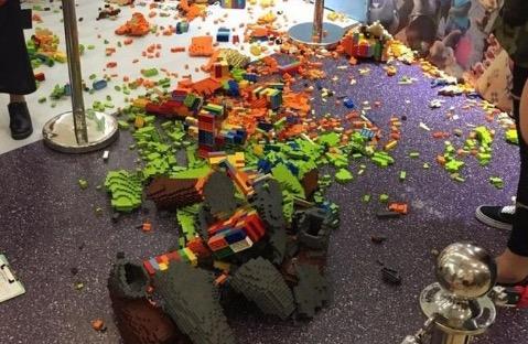 Baru 1 Jam Dipamer, Lego Bernilai RM63,000 Berkecai Gara-Gara Budak