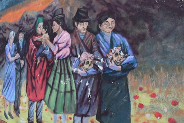 Rappresentazione del culto dei teschi a La Paz in Bolivia
