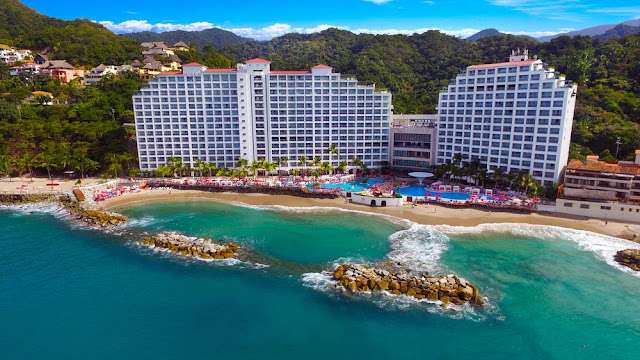 Grand Fiesta Americana Vallarta - Adults Only All inclusive is an all-inclusive experience. Exciting and sublime experiences in incredible places that you can only find in this exclusive hotel with delicious food and an incredible spa.