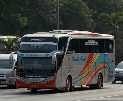 Foto Bus Rosalia Indah SHD120