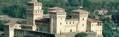 Uno dei piu' bei castelli nella provincia di Parma / Turismo e vacanza
