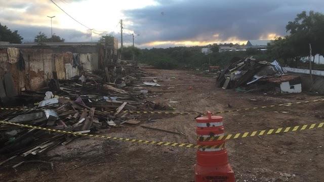 Famílias atingidas por enxurrada deixam as casas no Crato-CE