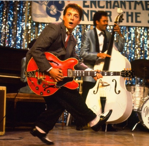 Marty+McFly+Johnny+B+Goode+scene+Back+to+the+Future.jpg (500×491)