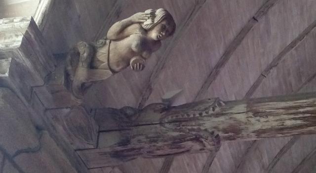 Interior d'església bretona
