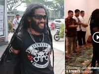 """SUBHANALLAH.. Aktor Laga """"The Raid"""" Suara Mirip Imam Masjid Haram, Videonya Viral Ditonton 5 Juta Lebih"""
