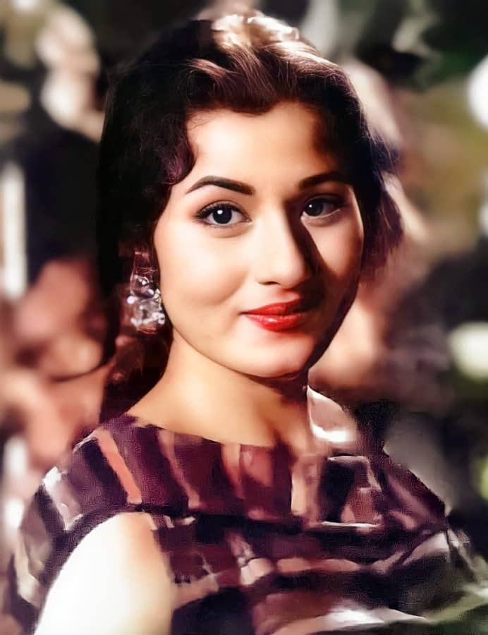 beautiful old bollywood actress color pic
