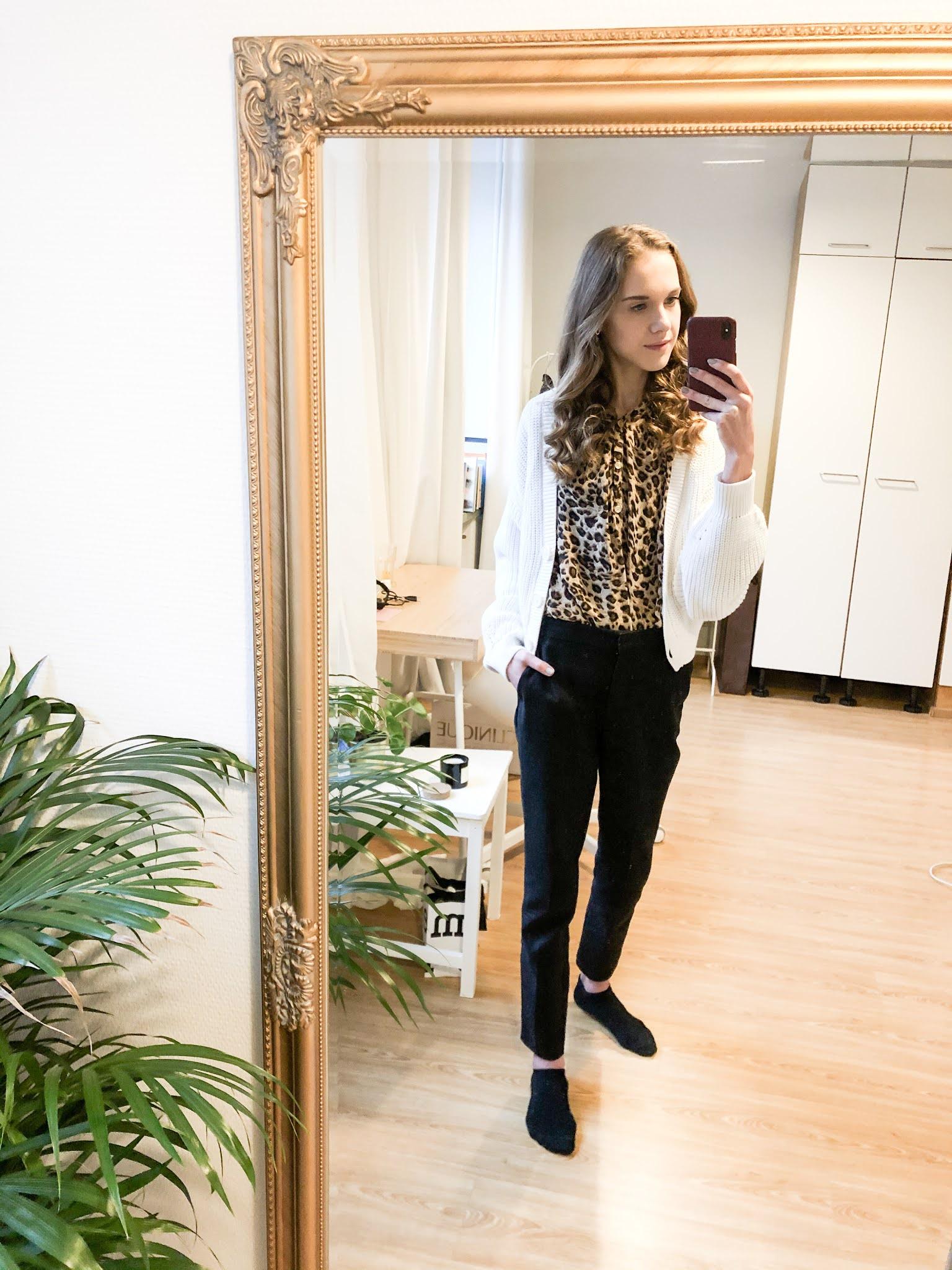Leopardipaita, valkoinen neule ja mustat suorat housut // Leopard blouse, white ribbed cardigan and black straight tailored trousers