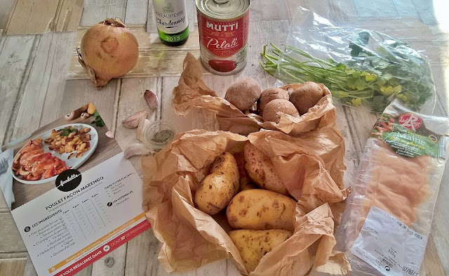 http://tartinemascara.blogspot.com/2017/04/je-suis-une-foodette.html
