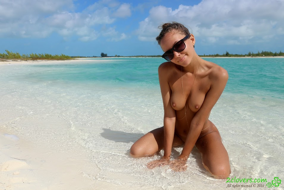 [2Clovers.Com] Clover - Cayo Largo Walk / Public Nudist Beach