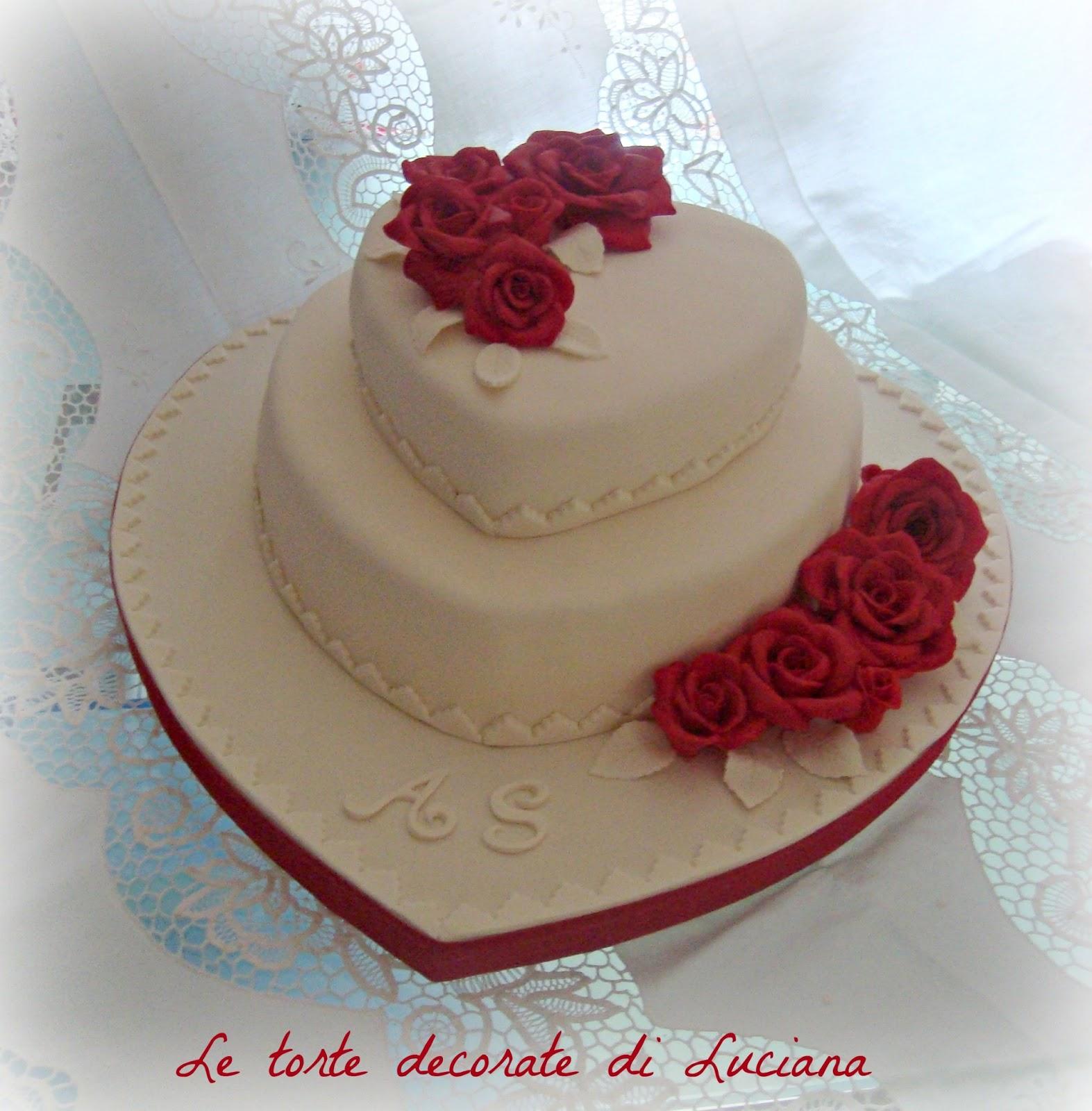 le torte decorate: torta matrimonio cuori e rose rosse ...