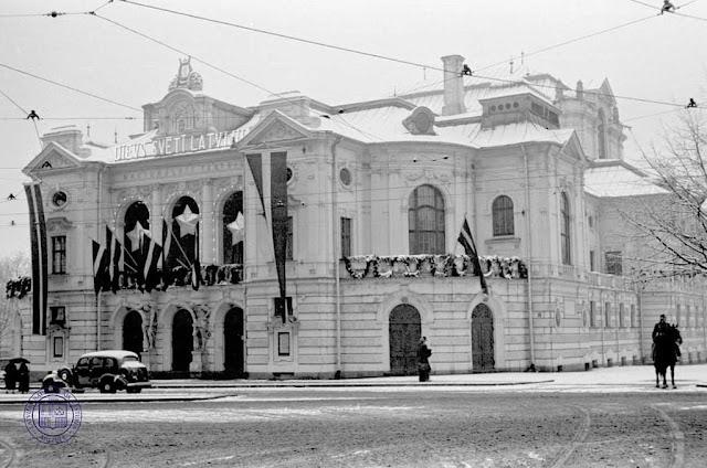 Latvijas Nacionālais teātris svētku rotā. 20. gs. 30. gadi. Fotogrāfs nezināms. LNVM krājums