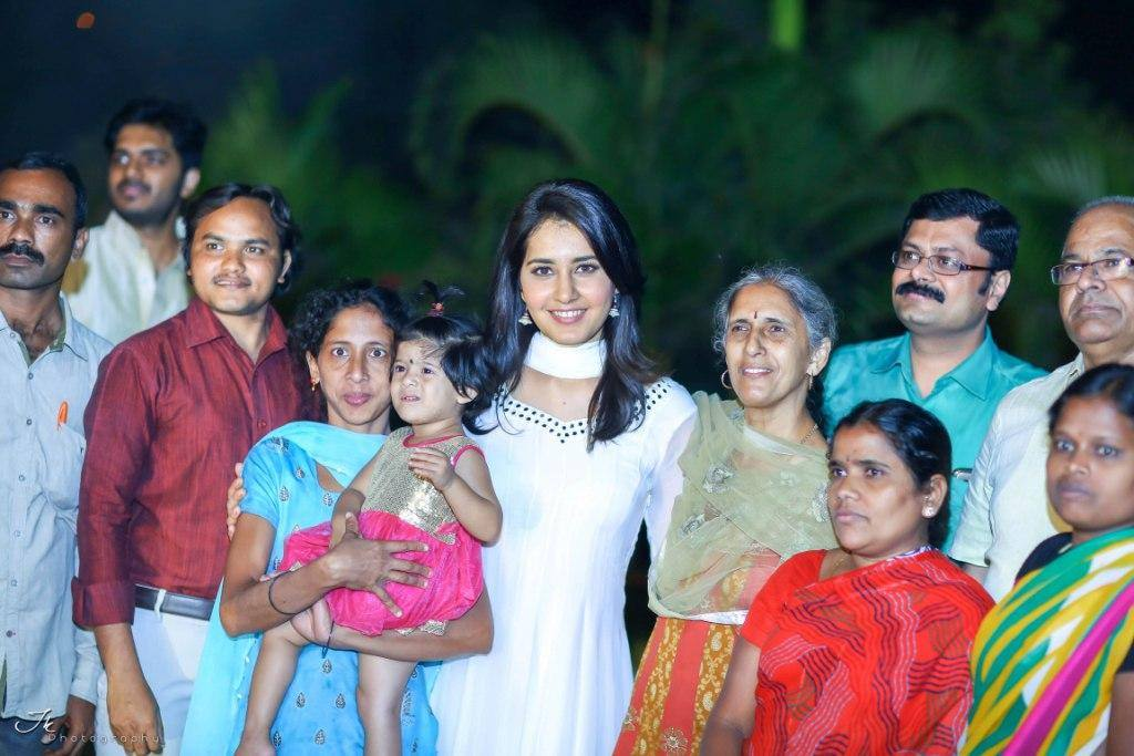 Rashi Khanna Diwali Celebration With Desire Society Children