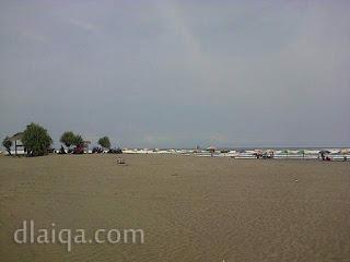 suasana di sekitar pantai