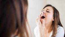 5 Cara Alami Mengatasi Sakit Gigi Menurut SehatQ.com