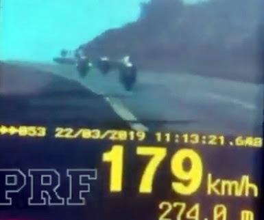 Motocicletas a quase 180 km/h