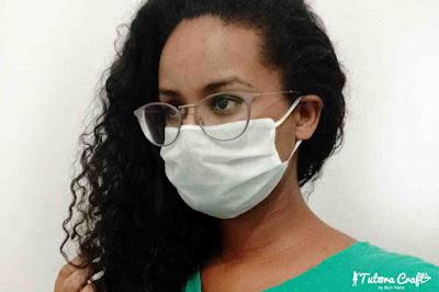 Mulher usando máscara de tnt