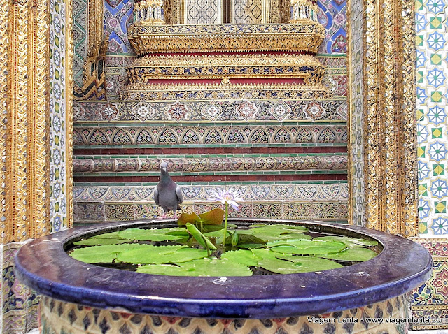 Detalhes dos pombos e acabamento no Grande Palácio