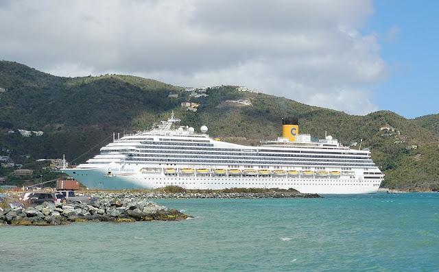 Costa Magica vor Roadtown, Tortola - British Virgin Islands